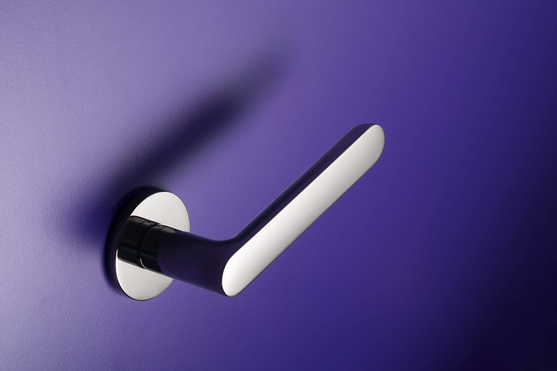 Icona Round Door Handle